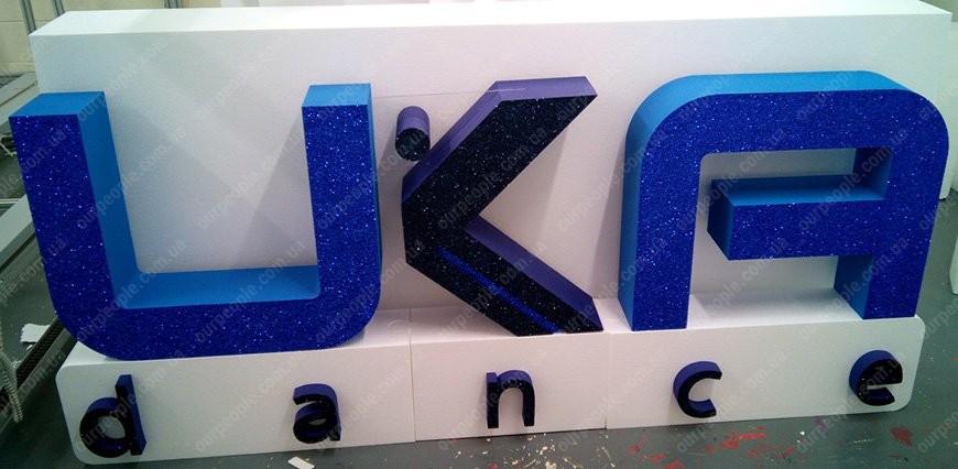 Заказать в Киеве изготовление объемных букв и фигур из пенопласта