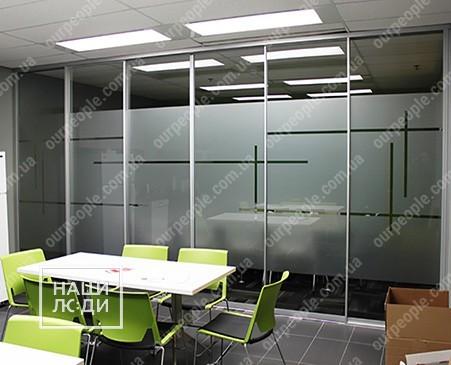 Тонирование стеклянных перегородок и окон офиса