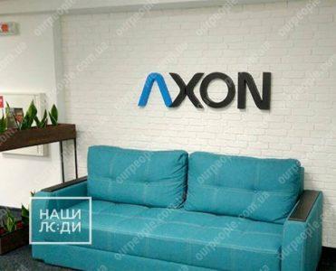 Логотип из объемных букв в офис