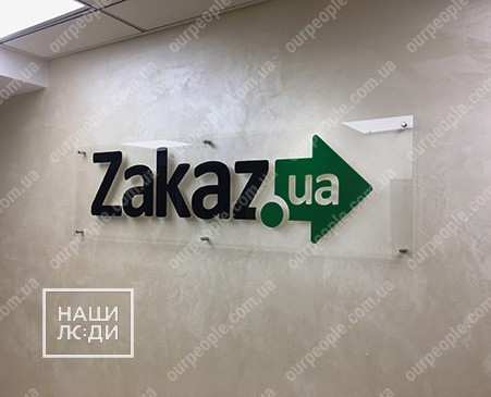 Прозрачная табличка с объемным логотипом
