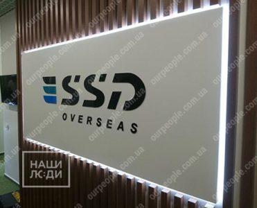 Интерьерный логотип в виде короба с контражуром