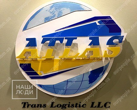 Фигурный логотип с акриловыми буквами и элементами