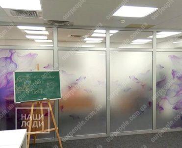 Тонировка офисных перегородок пленкой с рисунком