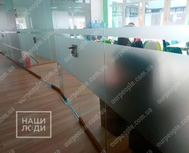 Тонировка стеклянных офисных перегородок