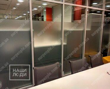 Тонировка офисных перегородок, матовая тонировка