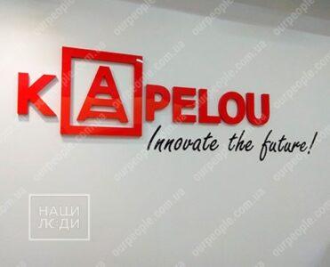 Логотип компании, буквы из глянцевого акрила